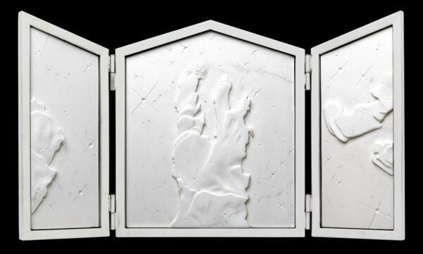 Michelangelo Galliani, Nebula, 2021, marmo statuario di Carrara, acciaio inox e ottone, cm 55x100x4 - aperta
