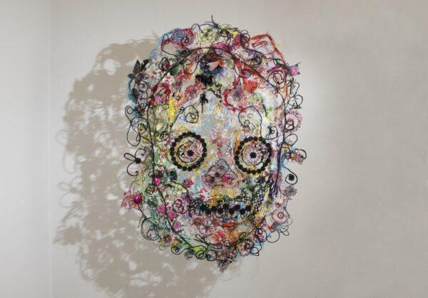 Marina Gasparini, dettaglio dell'installazione Attraverso, 2015-2021, assemblage di materiali tessili di riuso, filo di cotone, filo metallico